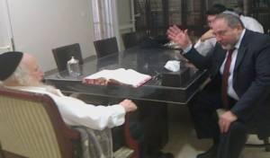 פגישתו של איווט עם מנהיג 'הפלג'. ארכיון
