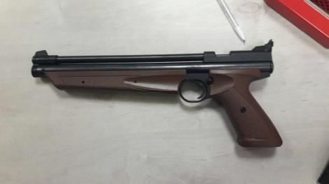 רובה האוויר בו עשו שימוש - הירי על הרב'ה בחיידר: שני קטינים נעצרו