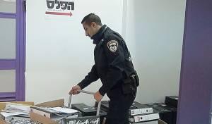הפשיטה על משרדי 'הפלס'. ארכיון - קווי 'הפלג' עובדים כרגיל; אלפים מנותקים