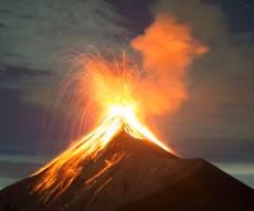 נהג תיעד: המונים נמלטים מהר הגעש המתפרץ מאחוריהם