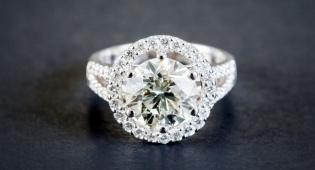 זה יהלום אמיתי או זירקון? - מה עדיף: יהלום אמיתי או זירקון?