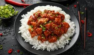ארוחה שלמה ב-35 דקות: קוביות חזה עוף מצופות עם אורז לבן