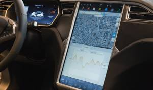 טסלה S מושב הנהג - המירוץ לרכב האוטונומי בעיצומו: חזון או חלום?