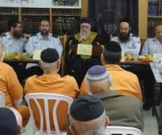 צפו: חידון הלכות פסח לאסירי כלא מעשיהו