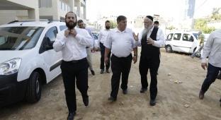 הרב יהודה מרמורשטיין מלווה את מר דני עטר בסיור