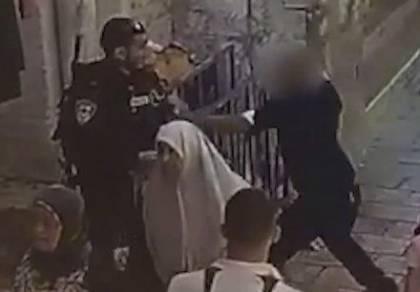 תיעוד דרמטי: המחבל מזנק על השוטר ודוקר