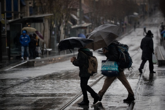 התחזית: גשם החל מהצהריים, סערה מחר
