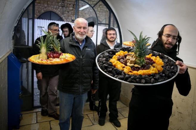 במירון ציינו את ראש השנה לאילנות בחלוקת פירות