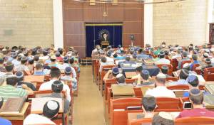 חרדים ודתיים: אחווה נדירה בעולם הישיבות