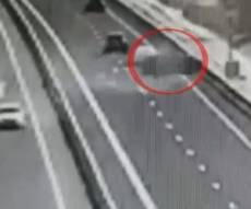 הרכב התהפך 7 פעמים, הנהג - נשרט • צפו