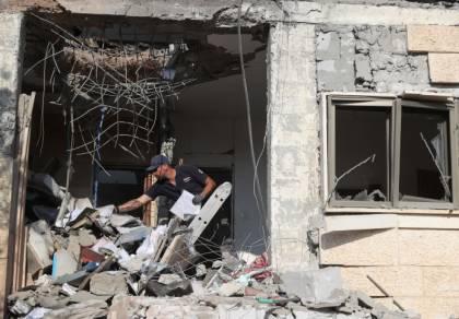 ההרס בבית שנפגע מהרקטה