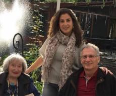 מיריי קנול עם אחת מנכדותיה - נכדת הנרצחת: 'לפחות חזרת לעולם האמת'