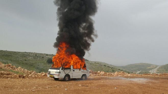 """צפו: נפילת טילים על רכבים ומפעלים עם חומ""""ס"""