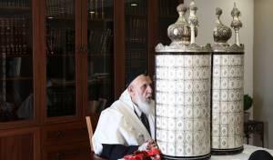 נשיא המועצת בקריאת שניים מקרא ואחד תרגום