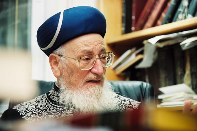 הרב מרדכי אליהו.