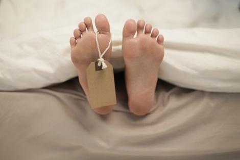 """אילוסטרציה - """"מת"""" 3 פעמים ונחירה מהשק גילתה כי הוא חי"""