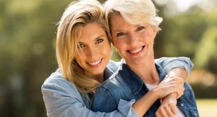 הנה מה שיש למדע לומר על קשר של אם ובת
