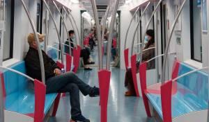 נוסעים ברכבת בשאנגחאי