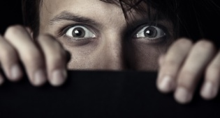 איך אפשר להשתחרר מפחדים וחרדות? צפו בווידאו