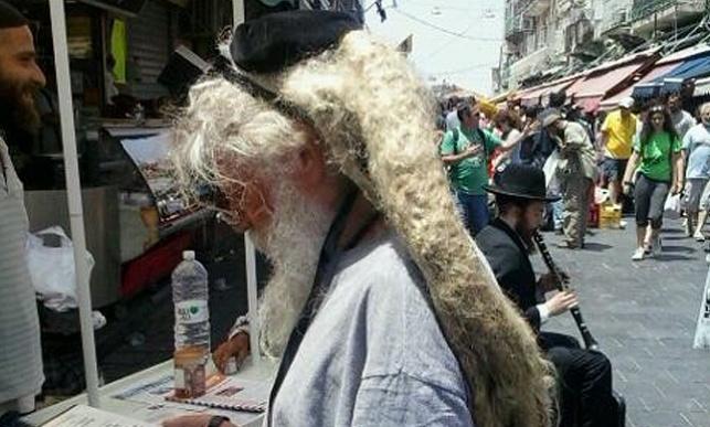 צפו: תפילין על השיער הארוך בישראל