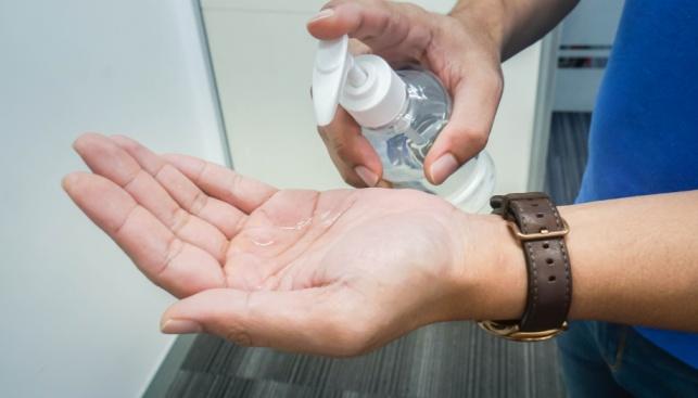 כך תכינו בעצמכם תכשיר ביתי לחיטוי הידיים