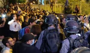 תיעוד: נערים מתעמתים עם ערבים ושוטרים