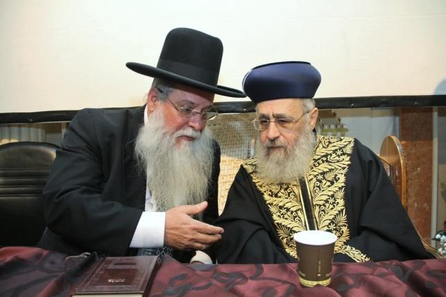 """הרב מרדכי מלכה עם הראשל""""צ הגר""""י יוסף"""