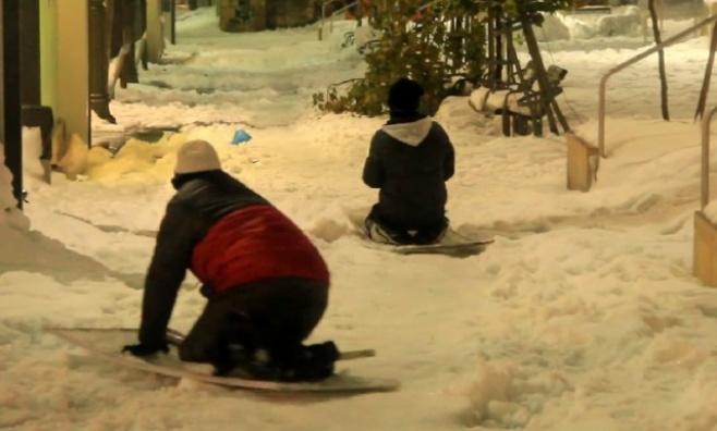יש מי שנהנה: סקי בירושלים • צפו