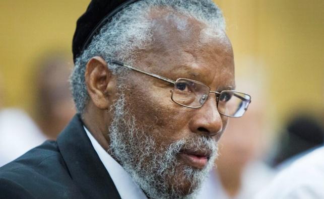 """הרב לאו נגד הדחת הרב האתיופי: """"עזר לנו"""""""