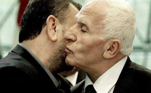 """נציג הפת""""ח מתנשק עם הטרוריסט הבכיר עארורי שחתם על ההסכם מטעם חמאס"""