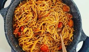 פסטה ברוטב עגבניות ופסטו - ארוחה בסיר אחד
