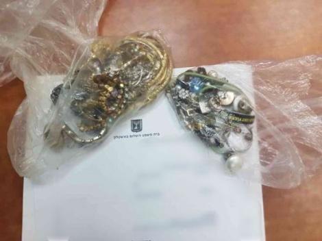 התכשיטים שנגנבו - גנב תכשיטים ממשפחת החולה - ונעצר