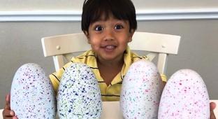 הילד בן השש שהכניס להוריו 11 מיליון דולר בשנה