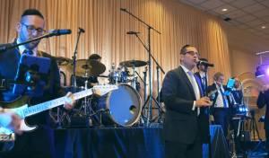 דוד גבאי ותזמורת בלו מלודי במחרוזת ריקוד