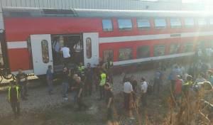 הנוסעים יורדים מהרכבת