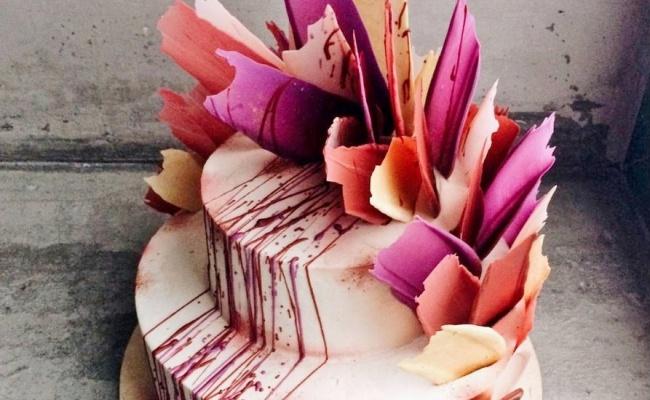 """לקחו את ה""""שפריצים"""" לשלב הבא - טרנד עוגות חדש ומהפנט: שפריצים של צבע"""