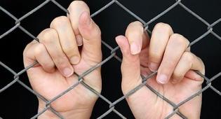 כלואים בתוך הסבל, אבל מתקשים להשתחרר