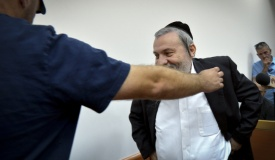 שמעון שר מסתבך: המשטרה גייסה עד נגדו