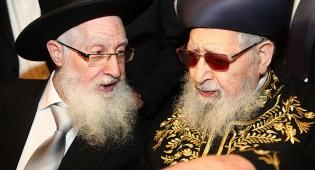 """הגר""""י יוסף עם אביו הגר""""ע"""