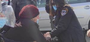 המשטרה עכבה חרדית במהלך מחאת הפלג
