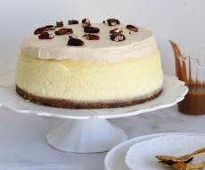 עוגת גבינה עם ריבת חלב ופקאן מסוכר