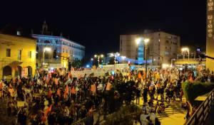 ההפגנות נגד נתניהו חודשו: אלפים ב'בלפור'
