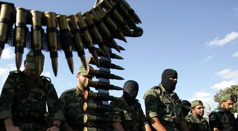 מחבלים - 'אנחנו ממשיכים לשלם למשפחות הרוצחים'