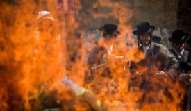 """מו""""צ ב'העדה' הפגין נגד מכירת חמץ ונעצר"""