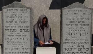 השרה מירי רגב התפללה בקבר הרבי • צפו