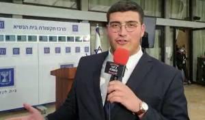 כתבנו הפוליטי רפאל כהן, מחוץ למשכן הנשיא