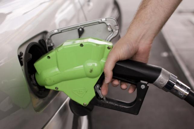 מחיר הדלק יתייקר מחר באגורה