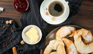 סהרונים פריכים במילוי קרם אגוזים
