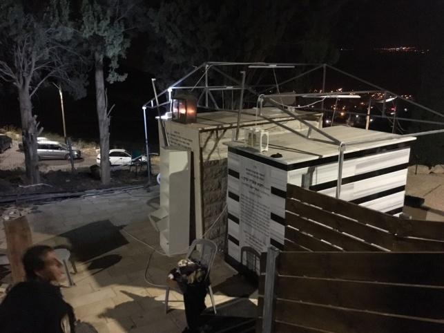 האוהל לאחר שפורק