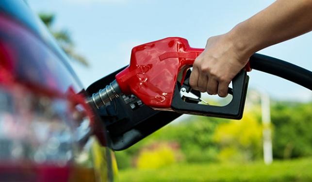 מחיר הדלק יצנח לשפל של 4 שנים?
